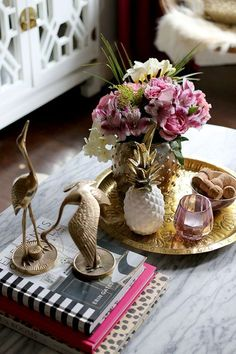 coffee table styling - brass cranes marble coffee table pink flowers white and gold pineapple brass tray pink candle Coffee Table Vignettes, Coffee Table Tray, Coffee Table Styling, Cool Coffee Tables, Decorating Coffee Tables, Tray Decor, Decoration Table, Coffee Table Decorations, Table Decor Living Room