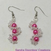 Made+with+pink+glass+pearls+and+silver+lined+glass+seed+beads.+Made+with+silver+plated+non+tarnish+hypoallergenic+materials.  Pattern+by+Jill+Wiseman