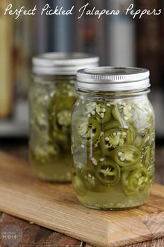 Pickled Jalapeño Peppers Perfect Pickled Jalapeño Peppers with this easy canning recipe. These are super hot and spicy! Easy Canning, Canning Tips, Home Canning, Canning Recipes, Canning Labels, Pickled Jalapeno Peppers, Pickling Jalapenos, Stuffed Jalapeno Peppers, Sauces