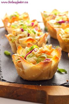 Whole food plant based & vegan thai peanut salad wonton cups. Perfect quick appe… Whole food plant based & vegan thai peanut salad wonton cups. Perfect quick appetizer for a dinner party! To make WFPB omit oil and add in veggie broth or water. Quick Appetizers, Appetizer Recipes, Wonton Appetizers, Thai Appetizer, Wonton Wrap Recipes, Cocktail Party Appetizers, Wonton Tacos, Asian Appetizers, Thai Peanut Salad
