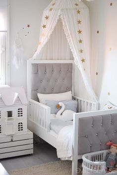 Beautiful soft decoration ideas for your little girl's bedroom #kidsroom #kidsbedroom #decoratingideas Find more inspirations at www.circu.net