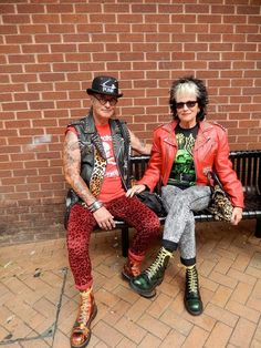 Punk Elders hopefully james and i Hippie Look, Rock Style, Style Me, Crust Punk, Punks Not Dead, Grunge, Advanced Style, Skinhead, Punk Goth