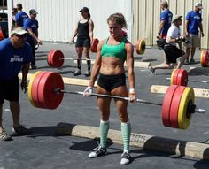 130 lbs crossfit girl deadlifting 275 lbs...not bad!-I could totes do that lmao