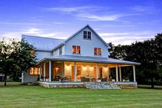 The farmhouse exterior design totally reflects the entire style of the house and the family tradition as well. The modern farmhouse style is. Texas Farmhouse, Modern Farmhouse Exterior, Country Farmhouse Decor, Farmhouse Plans, Farmhouse Design, Farmhouse Style, Farmhouse Addition, Porch Addition, Country Homes