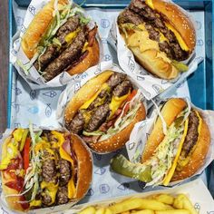 Tag four friends you'd share these with! . . Shout out to @theburgersocietyofaustralia . . . #EEEEEATS #devourpower #buzzfeast #feedfeed #lovefood #eatguide #myfab5 #BBQandBottles #sgfoodie #igsg #sgfoodblogger #eater #eatmunchies #foodography #foodiegram #yahoofood #f52grams #foodnetwork #foodislife #beautifulcuisines #foodislove #foodoftheday #buzzfeast #spoonfeed #forkyeah #Grill #Burger #CheeseBurger #Cheese #Bacon