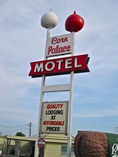 Corn Palace Motel, Mitchell, SD by Robby Virus, via Flickr