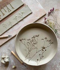 Artist Hessa Al Ajmani has found a unique way to immortalize bouquets. #ceramicideas #ceramic Ceramics Pottery Mugs, Pottery Teapots, Pottery Plates, Ceramic Pottery, Pottery Art, Ceramic Art, Ceramic Fish, Slab Pottery, Thrown Pottery