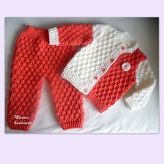 Baby Knitting Patterns Sweter VERY EASY crochet cardigan / sweater / jumper tutorial - baby and child . Baby Knitting Patterns, Crochet Baby Dress Pattern, Baby Patterns, Sweater Patterns, Baby Pullover, Baby Jumper, Crochet For Boys, Free Crochet, Crochet Yarn