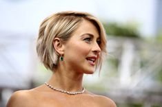 Today we have the most stylish 86 Cute Short Pixie Haircuts. We claim that you have never seen such elegant and eye-catching short hairstyles before. Pixie haircut, of course, offers a lot of options for the hair of the ladies'… Continue Reading → Short Bob Haircuts, Hairstyles Haircuts, Trending Hairstyles, Medium Hairstyles, Short Thin Hairstyles, Straight Haircuts, Concave Bob Hairstyles, Famous Hairstyles, 2018 Haircuts