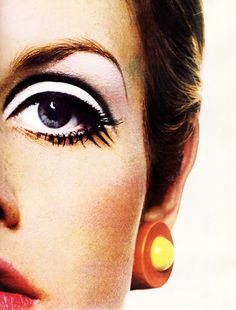 Twiggy and the most expressive, dramatic and awe-inspiring eye makeup ever.