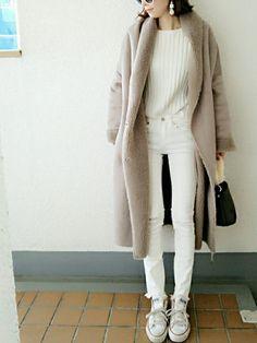もこもこであったかなムートンは冬にぴったりのアウターです。しかし、若く見えがちだからと敬遠している人も多いのでは?そこで大人女子のムートンコート着こなし術をご紹介します。