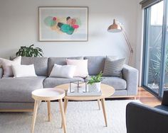Hold up to date with the newest small living room decoration a few ideas (chic & modern). Find good methods for getting trendy style even though you have a small living room. Beautiful Living Rooms, Cozy Living Rooms, Home Living Room, Apartment Living, Living Room Designs, Budget Living Rooms, Simple Living Room Decor, Room Inspiration, Home Decor