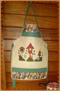 "ARTES DA AMIGA ""ZECOTA"" Patch Quilt, Rag Quilt, Sewing Crafts, Sewing Projects, Projects To Try, Sewing Aprons, Applique Templates, Aprons Vintage, Love Sewing"