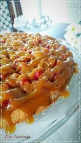 Arjen Aurinkoja: Punaherukka-kinuskipiirakka Sweet Pastries, Sweet Pie, Piece Of Cakes, Yummy Cakes, Food Inspiration, Baking Recipes, Macaroni And Cheese, Waffles, French Toast