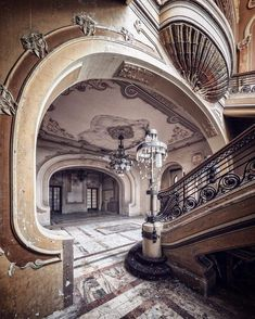 Abandoned mansions, abandoned buildings, abandoned places, old buildings, b Abandoned Mansion For Sale, Old Abandoned Buildings, Abandoned Property, Abandoned Castles, Abandoned Mansions, Old Buildings, Abandoned Places, Abandoned Plantations, Haunted Places