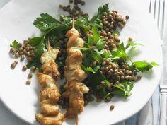 Probieren Sie das leckere Hähnchen am Spieß mit Linsensalat von Eat Smarter oder eines unserer anderen gesunden Rezepte!