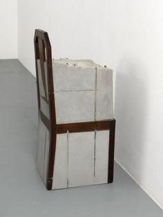 OBJETOS ORDINARIOS INUTILIZABLES personas que ya no estan Doris Salcedo Chair embedded in concrete
