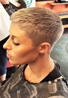 The pixie cut is the new trendy haircut! Put on the front of the stage thanks to Pixie Geldof (hence the name of this cup! Really Short Hair, Super Short Hair, Short Grey Hair, Short Hair Cuts, Short Hair Styles, Short Cropped Hair, Sassy Haircuts, Short Pixie Haircuts, Hairstyles Haircuts