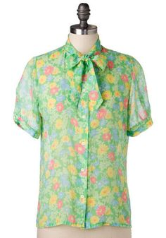 Vintage Gerbera Daisy Top. Tie neck top, circa 1980s Size is marked 8     Button-down shirt has button cuffs, too.  #modcloth