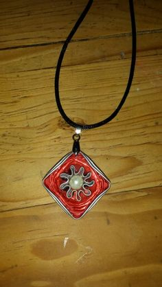Collar nespresso...by @temmpo Recycled Toys, Coffee Pods, Diy Jewelry, Diy And Crafts, Projects To Try, Creations, Pendant Necklace, Accessories, Beautiful Things