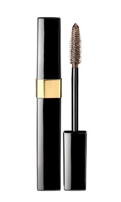"Cils Scintillants ""Bronze Platine"" de Chanel http://www.vogue.fr/beaute/shopping/diaporama/beaute-multi-facettes/16643/image/889236#!cils-scintillants-quot-bronze-platine-quot-de-chanel"