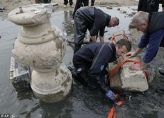 drought reveals trove of 400 year old sunken treasure at bottom of river in Poland