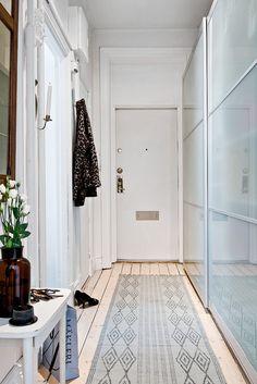 Ubicado enGotemburgo, Suecia, este piso de 60m2 destaca por la amplitud de dos de sus espacios más vividos como son el salón y el dormitorio, y que entre ambos se llevan las dos terceras partes de…