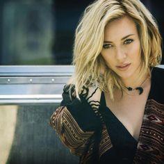 Hilary Duff medium shag haircut