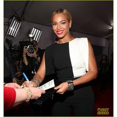 Beyonce - Grammys 2013 Red Carpet: Photo Beyonce is a vision in black and white on the red carpet at the 2013 Grammy Awards on Sunday (February at the Staples Center in Los Angeles. Lorraine Schwartz, Beyonce 2013, Rihanna, Grammys 2013, Mrs Carter, Beyonce Knowles, Chanel Boy Bag, Michael Kors Watch, Red Carpet