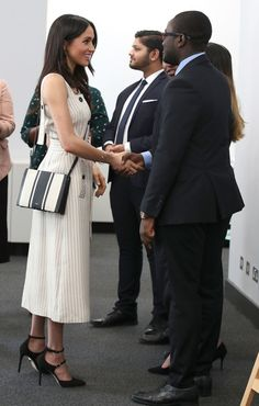 Meghan Markle Photos - Meghan Markle meets delegates from the Commonwealth Youth Forum at the Queen Elizabeth II Conference Centre, during the Commonwealth Heads of Government Meeting on April 18, 2018 in London, United Kingdom - CHOGM London 2018 - Day 3