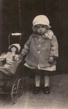Первые хозяйки, первые наряды. Антикварные куклы на старинных фотографиях / Винтажные антикварные куклы, реплики / Бэйбики. Куклы . Одежда для кукол