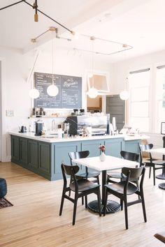 Cafe Shop Design, Coffee Shop Interior Design, Small Cafe Design, Restaurant Interior Design, Modern Restaurant, Coffee Shop Interiors, Coffee Cafe Interior, Cupcake Shop Interior, Pastry Shop Interior