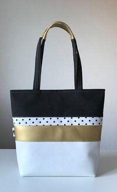Tori Burch Totes T-Shirt Tasche Diy Herbst Handtaschen Tasche Inspiration. Fall Handbags, Tote Handbags, Leather Handbags, Couture Cuir, Sac Vanessa Bruno, Tods Bag, Diy Tote Bag, Wallet Pattern, Handmade Handbags
