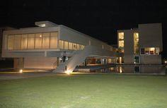 Biblioteca Municipal Florbela Espanca Matosinhos - Alcino Soutinho Beautiful Beaches, Portugal, Mansions, Architecture, House Styles, Gallery, Image, Home Decor, City Council