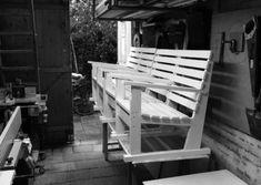 antieke tuinmeubels - Google zoeken Outdoor Chairs, Outdoor Furniture, Outdoor Decor, Porch Swing, Google, Home Decor, Decoration Home, Room Decor, Porch Swings