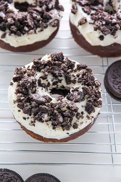 Oreo Cookies and Cream Donuts are baked, not fried, and ready in just 20 minutes! Homemade Oreo Cookies and Cream Donuts are baked, not fried, and ready in just 20 minutes! Oreo Donuts, Mini Donuts, Chocolate Donuts, Baked Doughnuts, Chocolate Tarts, Homemade Oreo Cookies, Homemade Donuts, Delicious Donuts, Delicious Desserts