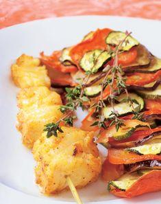 Pinchos de bacalao con verduras asadas