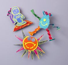 Use colorful markers to decorate these extraterrestrial puppets! A fun and creative craft for kids.
