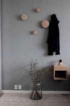 壁にコンテンポラリーな水玉を。ムートの壁掛けフックがとってもおしゃれ!
