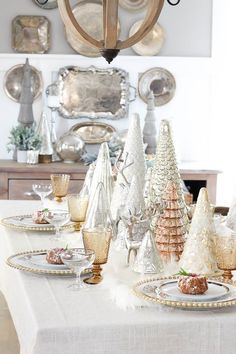 Christmas Tablescape Ideas / Gorgeous tablescape with glass Christmas trees, garland, and Christmas decor. Christmas Table Settings, Christmas Tablescapes, Christmas Table Decorations, Holiday Decor, Holiday Tablescape, Holiday Dinner, All Things Christmas, White Christmas, Christmas Holidays