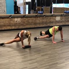 Basic workout for beginners for abs. Using abs sliders. Exercise at home and gym for women. Abs burn at home and gym. Leg And Ab Workout, Ultimate Ab Workout, Easy Ab Workout, Mommy Workout, Abs Workout Routines, Abs Workout For Women, Workout Guide, Workout For Beginners, Easy Workouts