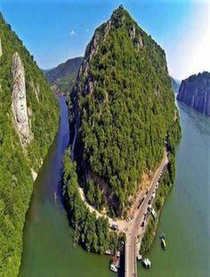 Clisura Dunării ,una dintre cele mai frumoase destinatii turistice din România . Romania, River, Outdoor, Instagram, Cambodia Travel, Mai, Travel Destinations, Amazing, Places