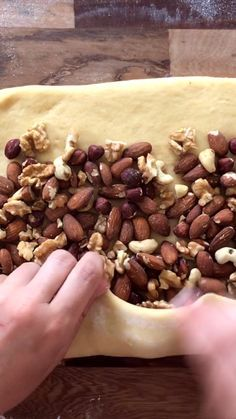 We share our recipe for Homemade Sweet Bread with Nuts. To enjoy during the sweet table this Christmas Sweet Bread! Mexican Food Recipes, Sweet Recipes, Dessert Recipes, Xmas Food, Christmas Baking, Conchas Recipe, Mexican Bread, Dinner Recipes Easy Quick, Treats