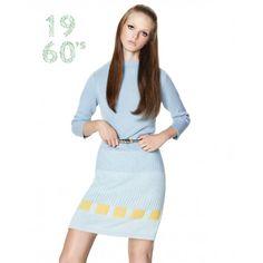 Este vestido em malha com mangas ¾ e gola em cratera representa uma reinterpretação moderna do nosso design original dos anos 60. O vestido, com corte reto e longo pouco acima dos joelhos, é realizado em pura e macia lã merino extra fina, o fio quente por