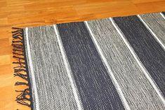 Räsymatto alkaen Stjerna of Sweden - Julia (harmaa) Rag Rugs, Tapestry Weaving, Woven Rug, Carpets, Loom, Deco, Crochet, Inspiration, Kilim Rugs