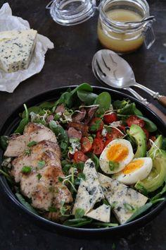 One pot wonder - lettvint gryterett - Mat På Bordet Breakfast Enchiladas, One Pot Wonders, Quesadilla, Cobb Salad, Food And Drink, Lunch, Chicken, Bacon, One Pot Meals