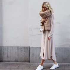Sign us up for this behemoth of a scarf! || #oversized #sweaterweather #streetstyle #fall