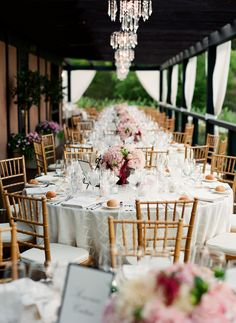 I really like the color of these table linens