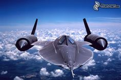 Lockheed SR-71 Blackbird: The fastest manned aircraft in the world. // El avión tripulado más rápido del mundo.