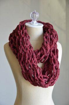 Supercowl FREE arm knitting pattern, using Superwool yarn ||| Universal Yarn
